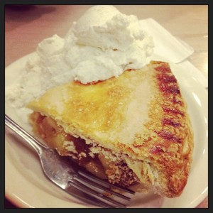 apple pie and vanilla bean ice cream at little pete's in philadelphia