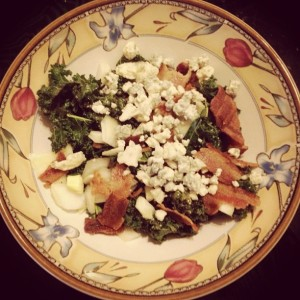Kale, bacon, blue cheese & onion salad / Her Philly